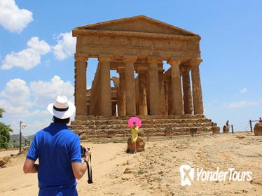Agrigento and Siracusa Helicopter Tour including Skip the Line at the Valley of Temples