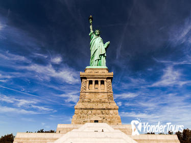 Statue of Liberty and Ellis Island Tour Including Pedestal Access, Lower Manhattan Sightseeing and 9/11 Museum Entry