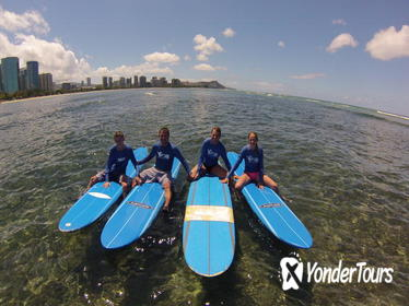 Oahu Surf Lessons: Class and Equipment at Ala Moana Beach with Round-Trip Transport
