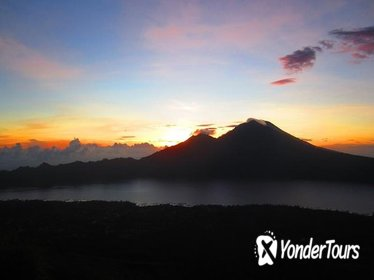 Bali Sunrise Trekking and Natural Hot spring Tour